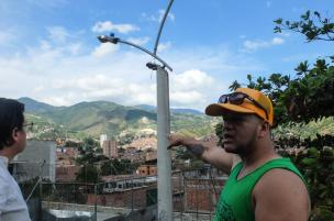 Ciro from Kolacho hiphop collective points at la Escombrera and recalls the violent entry of militaries and paramilitaries in Comuna 13 in 2002.