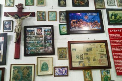 "The decoration of the walls in ""El Peregrino"", the best place to have Buñuelo and Chorizo in Sabaneta, Medellín"