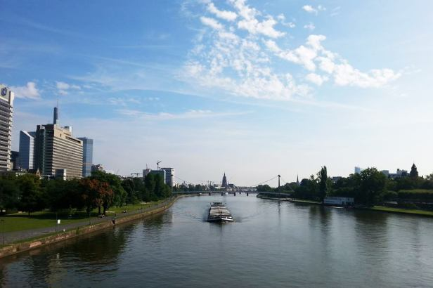 Latinamerikaliv_Frankfurt_Main river